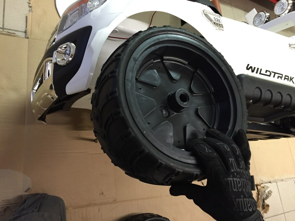 véritable roue gomme 4x4 ford ranger pour enfant