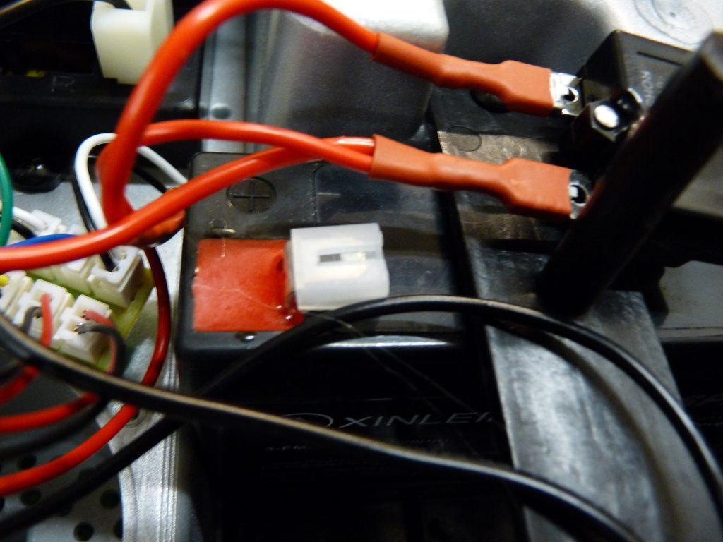 brancher batterie de voiture électrique pour enfant