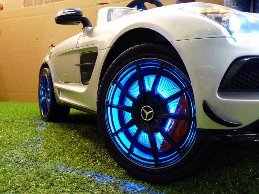 voiture électrique enfant avec roues à LED