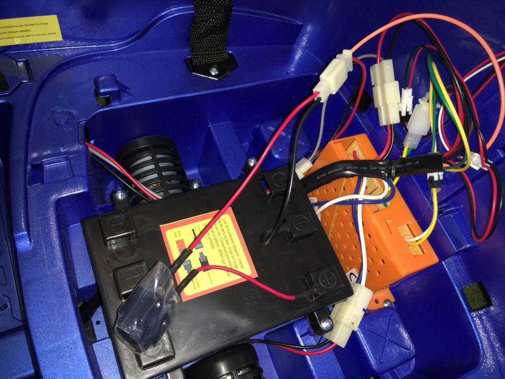 Voiture électrique pour enfant en panne - Blog KiddiQuad
