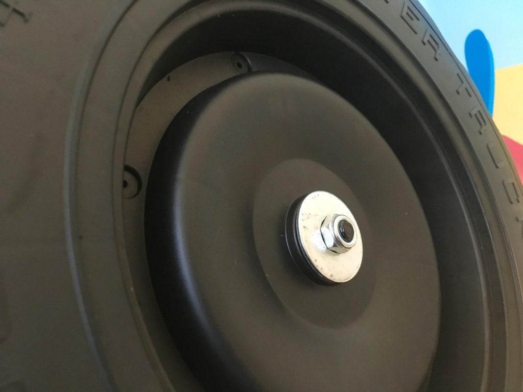monter roue monster truck