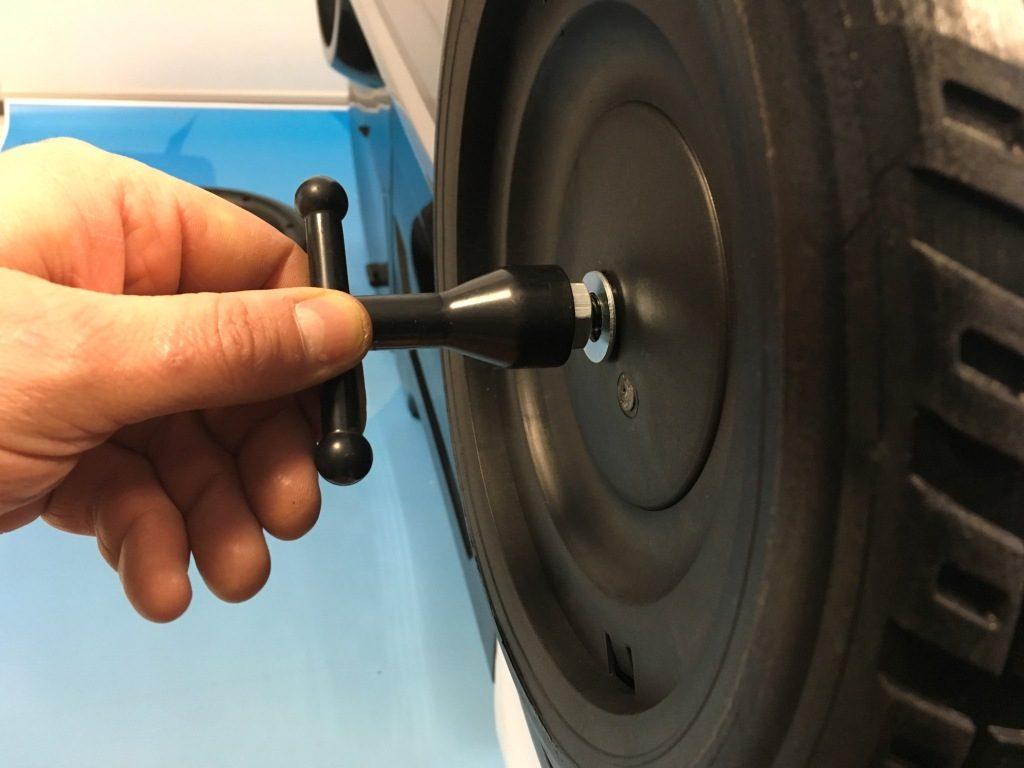 visser roue de camion police 24 volts