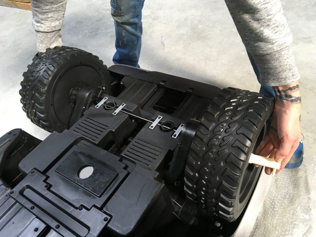 serrer roues de mercedes classe x électrique pour enfant